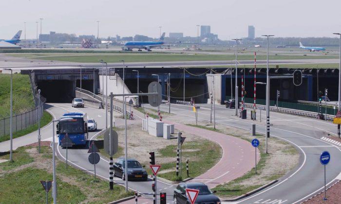 Stills-YouTube-Schiphol1_0007-2b_web